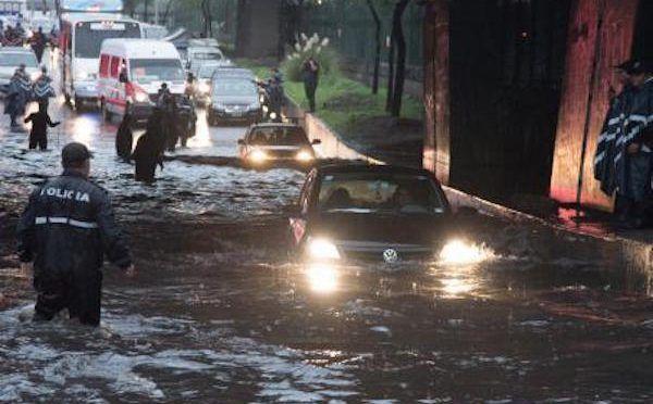 Reportan fuga de agua en casa de San Pedro de los Pinos (Excélsior)