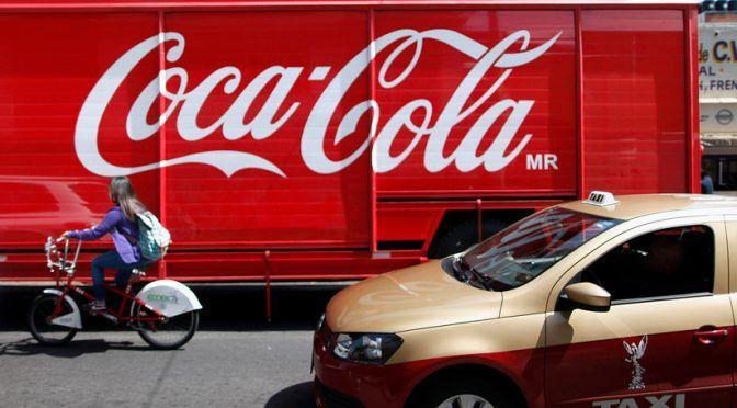 Denuncian que el Gobierno mexicano beneficia a Coca-Cola mientras comunidades carecen de agua (RT)