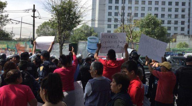 Vecinos protestan en avenida Copilco por falta de agua (Milenio)