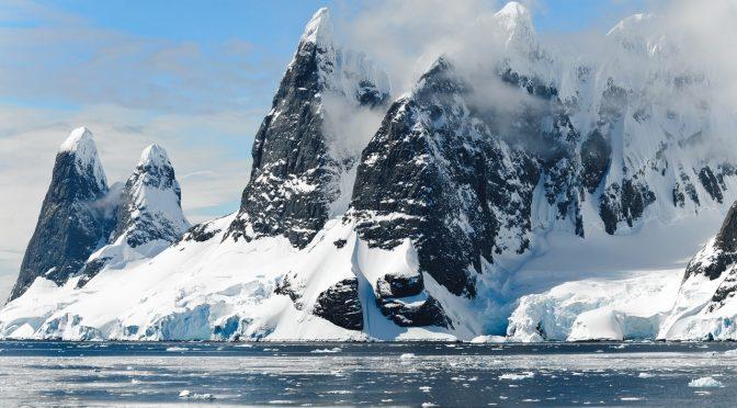 La Antártida acelera o frena su deshielo en respuesta a los cambios de temperatura del océano (Ecoticias)