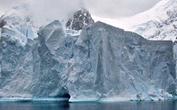 El iceberg gigante A68, en rumbo de colisión con la banquisa antártica (Ecoticias)
