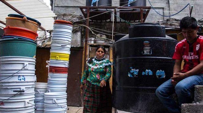 El reto: una cubeta con agua al día, por persona, durante corte en CDMX (Excelsior)