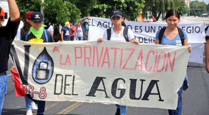 Salvadoreños se manifiestan contra privatización del agua (La Jornada)