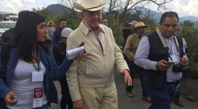 Campesinos de Atenco y equipo de AMLO recorren zona del NAICM (La Jornada)