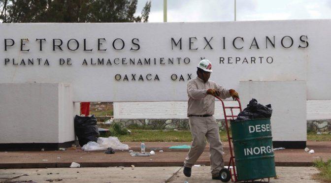Villahermosa: Bloquean acceso a terminal de Pemex, piden pago por contaminar (La Jornada)