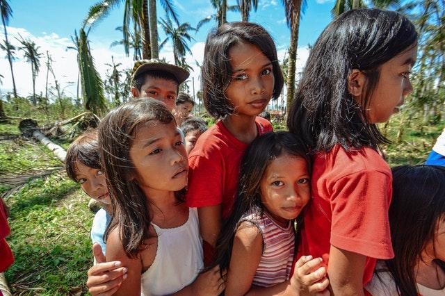 Mujeres y niñas, proveedoras de agua