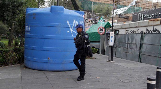 Denuncian reparto de agua desigual en Iztapalapa (Noticieros Televisa)