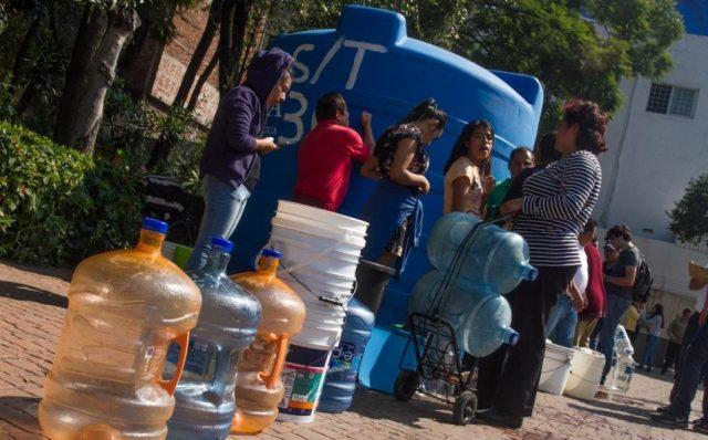Sheinbaum plantea reutilizar tinacos para captar agua de lluvia (Milenio)