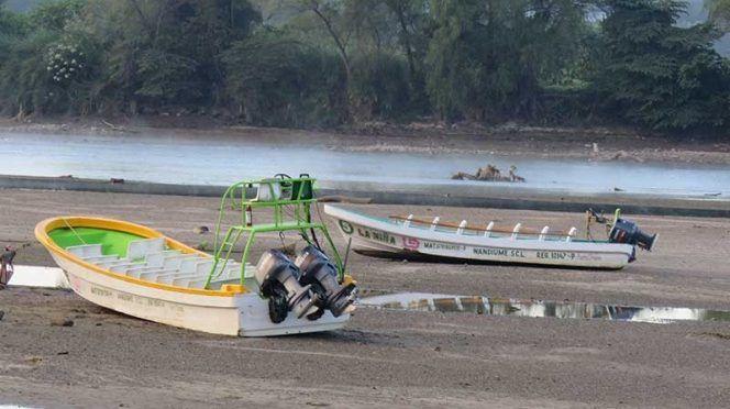 Conagua 'seca' Río Grijalva; lancheros suspenden peregrinación (Excélsior)
