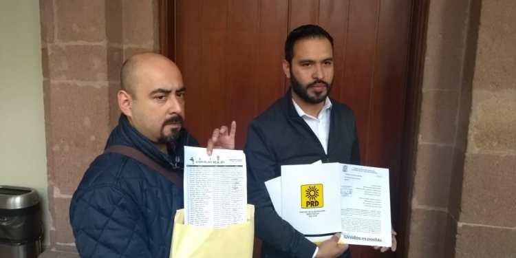 PRD entregó 50 mil firmas en contra del aumento al agua en SLP (La Orquesta)