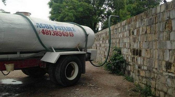 Pipas se quedan sin agua, sindicalizados suspenden el abasto (El Sol de San Luis)