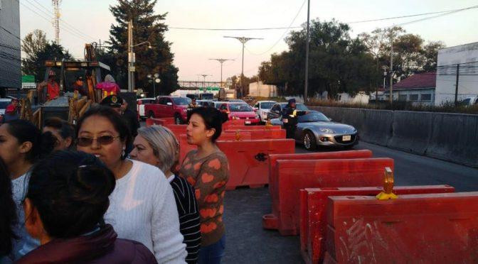 Bloquean carretera federal México-Toluca por falta de agua (Lopéz Dóriga Digital)