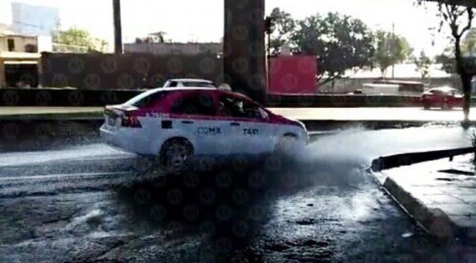 Fuga de agua afecta carriles de Periférico (Milenio)