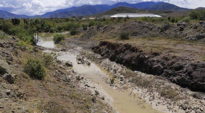 Sin agua cinco comunidades de Oaxaca a un mes de derrame de minera (NVI Noticias)