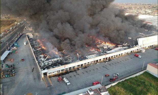 Incendio en bodega de telas no afectó calidad del aire en Toluca (Posta)