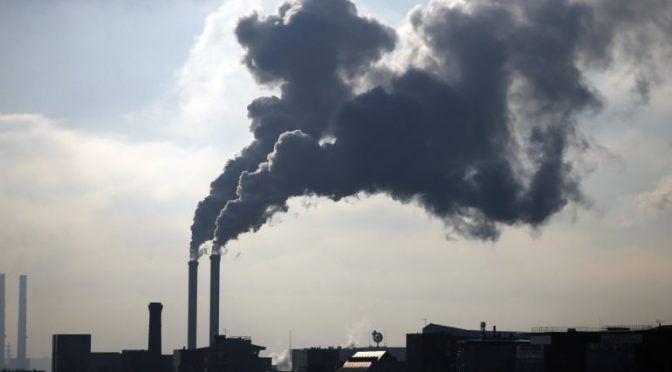 Por tercer año consecutivo, el cambio climático es la mayor amenaza para la economía global (Al Momento)