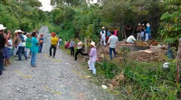 Latente contaminación manantial que corre hacia la Sierra del Totonacapan (La Opinión)