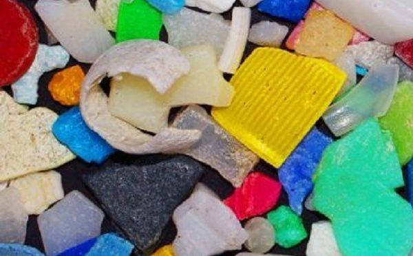 Se veía venir, encuentran microplásticos en una fuente común de agua potable (Ecoticias)
