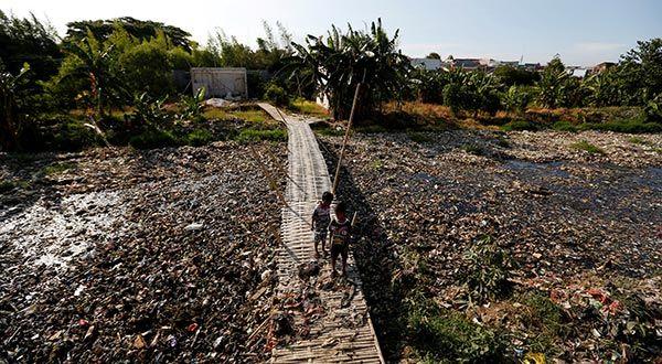 Con educación y toma de conciencia ciudadana, Indonesia busca reducir contaminación por desechos plásticos (Cambio 16)