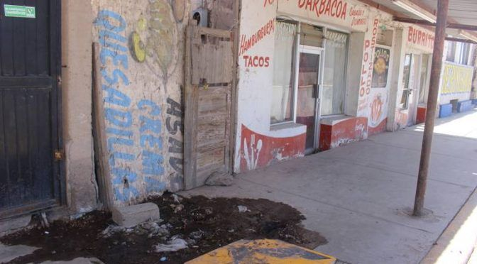 Afecta añeja fuga de agua edificaciones (El Mexicano)