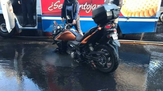 Se accidenta por fuga de agua en Tepepan, Xochimilco (Excélsior)