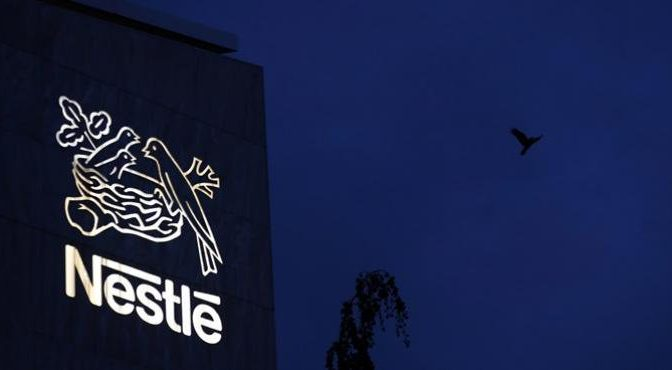 Nestlé eliminará popotes de sus productos (La Jornada)