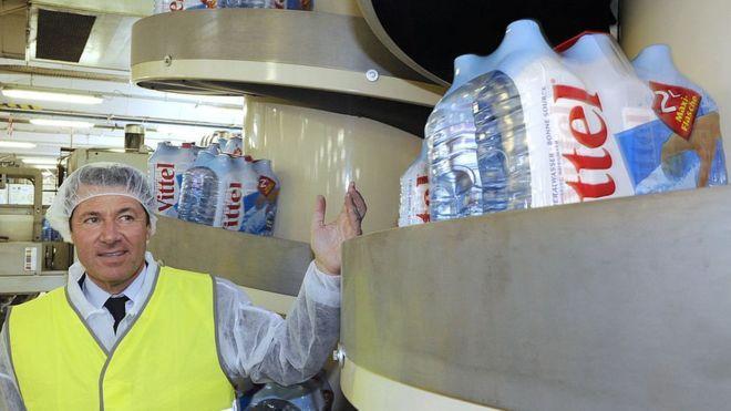 Vittel contra Nestlé: el pueblo de Francia que exportaba agua a medio mundo y ahora acusa a la multinacional de dejarle sin su recurso más valioso (BBC)