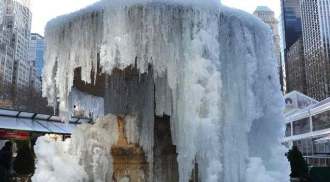 Chicago: A temperaturas de -30°C, así se congela el agua hirviendo (EL Debate)