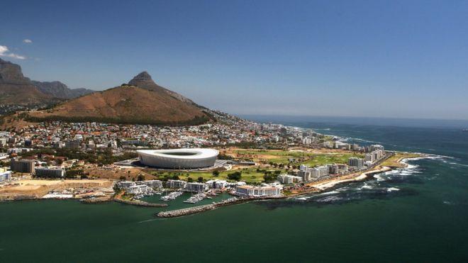 """Ciudad del Cabo: el """"día cero"""" en el que por primera vez una gran ciudad del mundo podría quedarse sin agua (BBC)"""