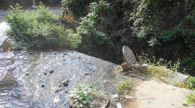 Aguas negras contaminan río en Cozoyuapan (El Sol de Acapulco)
