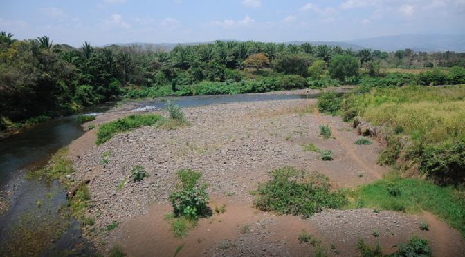 Clausura CONAGUA empresas que contaminan el río Pantepec (Palabras Claras)