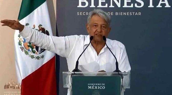 Promete AMLO apoyo a presas en Mazatlán (Reforma)