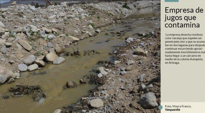 Empresa de Coahuila escurre su pestilencia color naranja por 3 kilómetros y hasta dos lagunas (Sin Embargo)