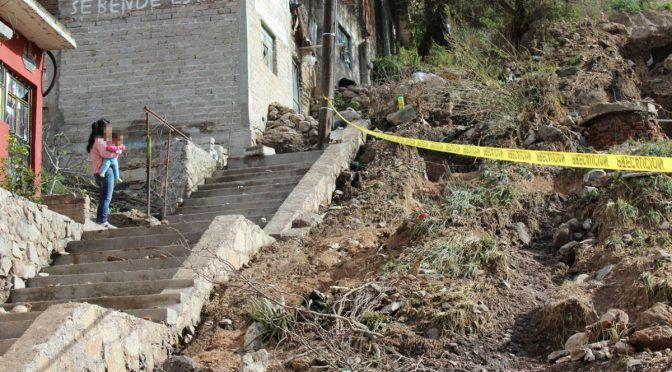 Guanajuato: Revienta ducto de agua en San Luis de la Paz y genera un deslave (Periódico Correo)
