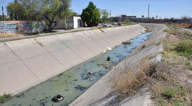Culpan a Torreón por aguas residuales en canal (El Siglo de Torreón)