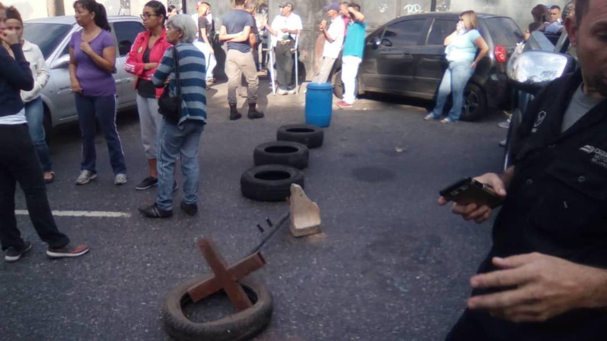 Vecinos de Terrazas de Guaicoco protestan ltras un mes sin agua potable (El Nacional)