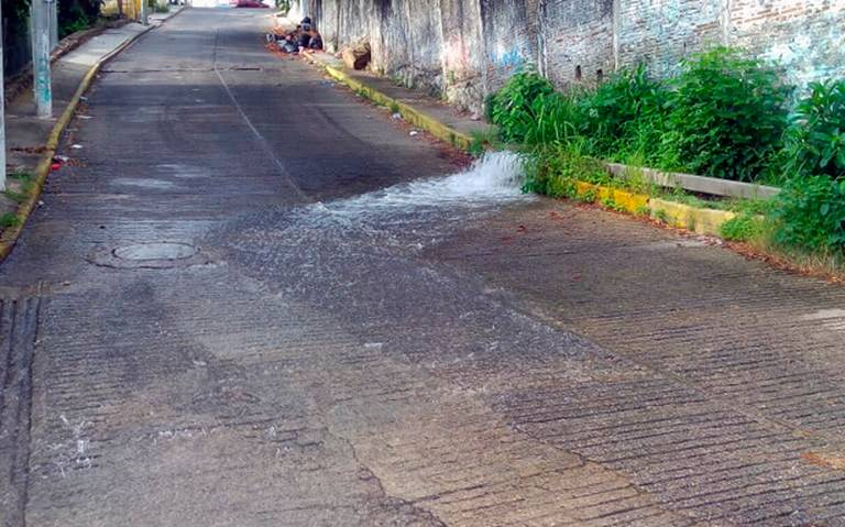 Se registra fuerte fuga de agua en Coyoacán (ADN 40)