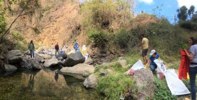 Abogan para detener contaminación hídrica (La Hora)