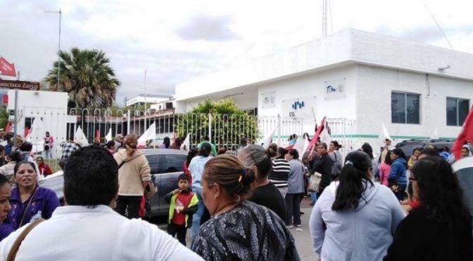 Protestan contra COMAPA; por agua, sucia, escasa y cara (El Mercurio)
