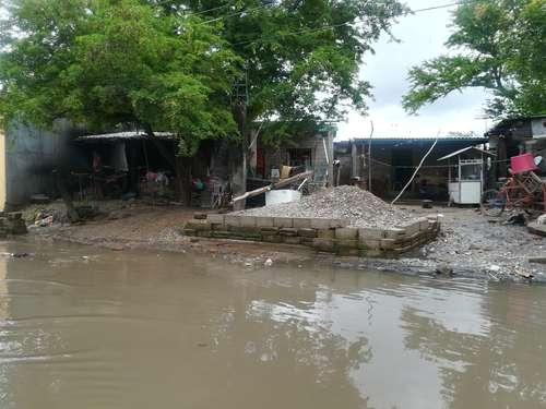 Miles de habitantes de Juchitán, afectados por las aguas negras (La Joranda)