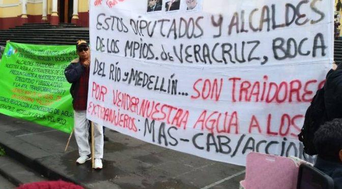 Protestan por mal servicio de agua desde que se privatizó ( El Sol de Cordoba)