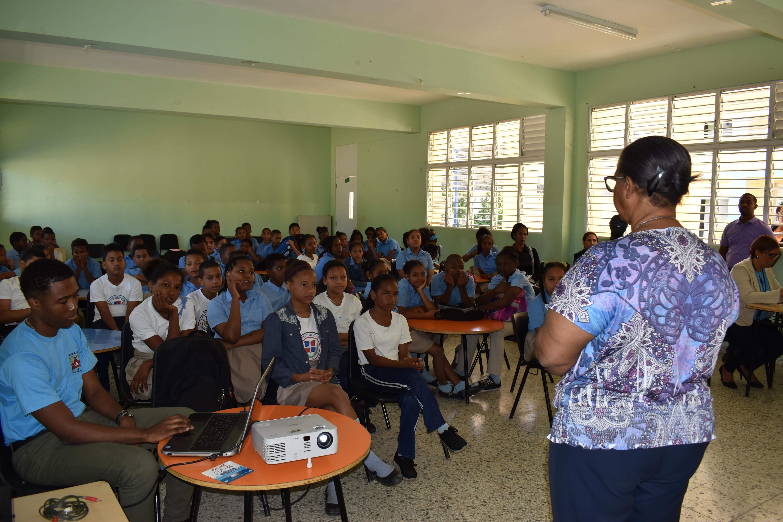 """República Dominicana: CAASD reinicia campaña """"Ahorro y uso eficiente del agua"""" en Centro Educativo El Despertar (acento)"""