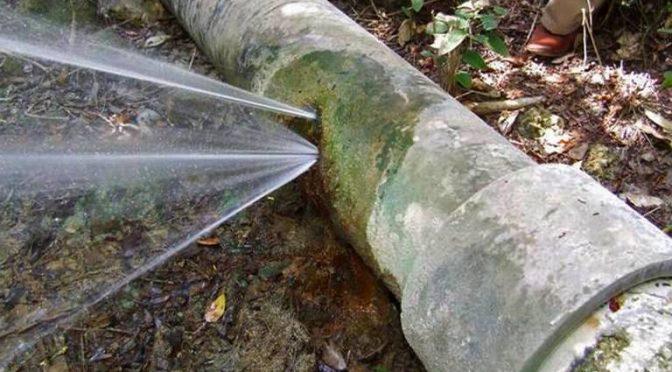Vecinos de la ferrocarrilera planean taponear fuga de agua (El Sol de San Luis)