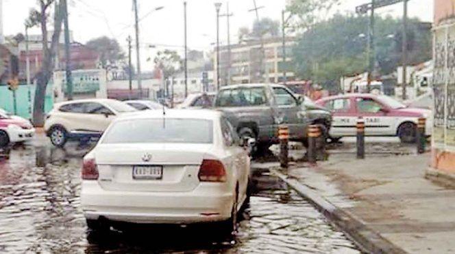 CDMX: Por fuga, se van litros de agua al drenaje en la Gustavo A. Madero (Excelsior)