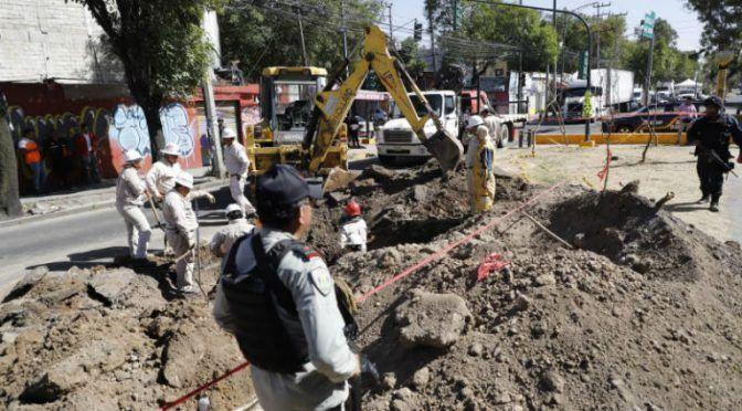CDMX: Movilizan a Pemex por fuga… de agua (24 horas)