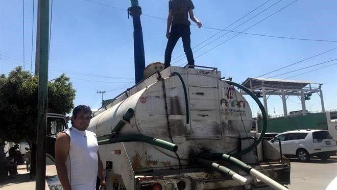 CDMX: Escasean en Ecatepec agua y recursos (Reforma)