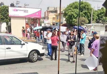Ecatepec: vecinos bloquean avenida y generan severo caos por falta de agua (La prensa)