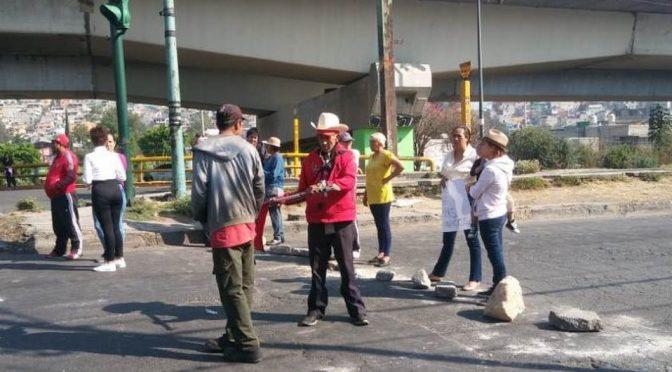 CDMX: Vecinos cierran Periférico Norte por falta de agua, otra vez. (Milenio)