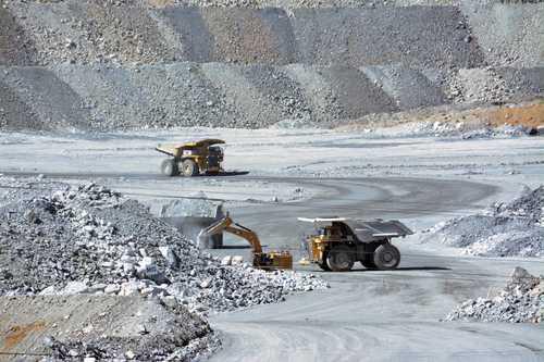"""Zacatecas: minera Peñasquito responde a bloqueos con """"puente aéreo"""" (La Jornada)"""