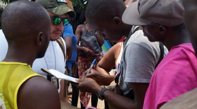 Migrantes desesperados ante escasez de alimentos y agua en estación migratoria Chiapas (El Diario)